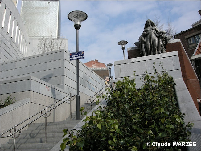 statue_montefiore-degres dentellieres-liege-2013.jpg